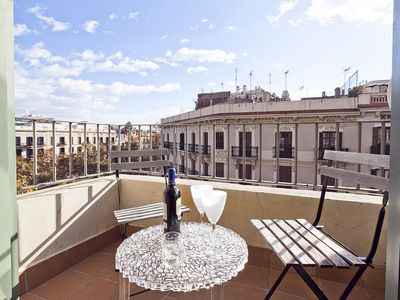 Photo for Classic Spanish apartment in Eixample Dreta with air conditioning, private parking, balcony & lift.