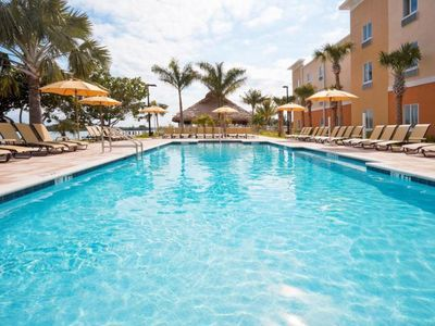 Photo for Florida Keys Getaway for 2, Close to Attractions, Parking, Breakfast, King Unit