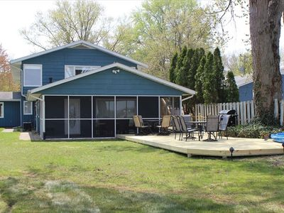 Huge 4,800 sf, 6 Bedroom  Relaxing Lakeside Retreat minutes from Notre Dame