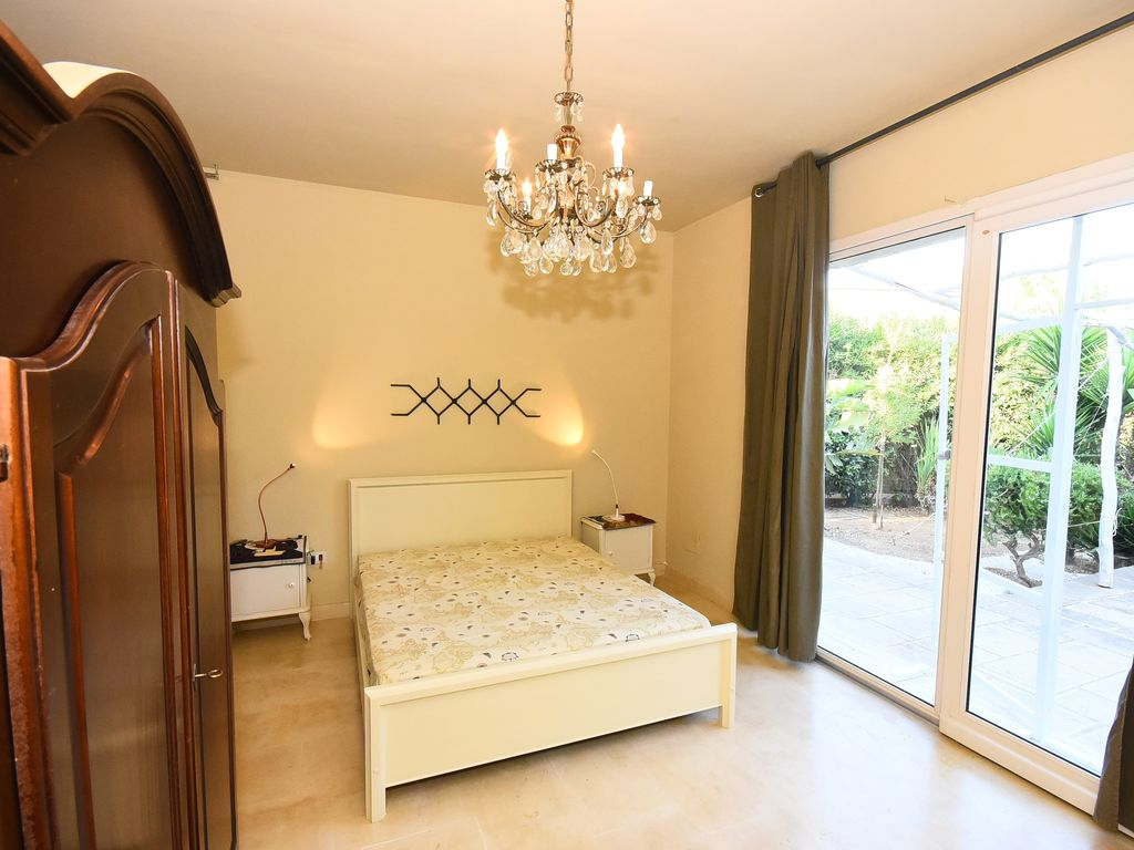 Property Image#2 Studio Apartment With Kitchenette, Patio And Private  Parking