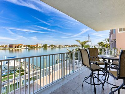 Marina Views, Designer Décor, Gourmet Kitchen, Big Balcony, W/D, Wi-Fi & Cable, Pool -204 Bay Harbor