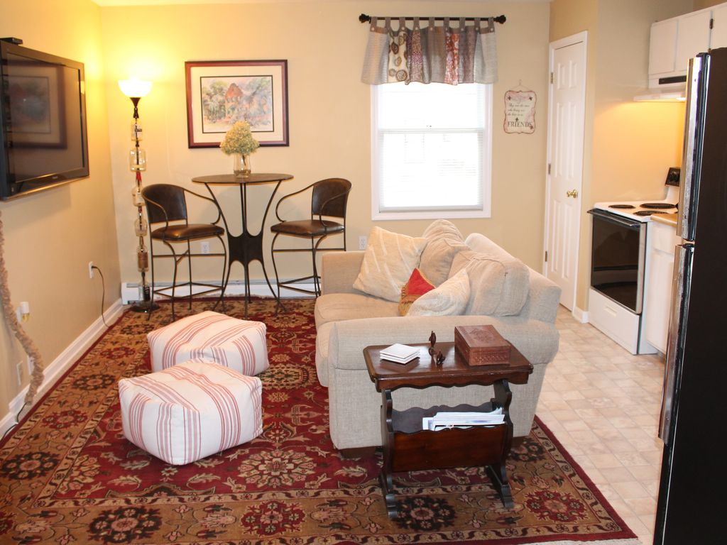 Prime location carriage house 1 bedroom apartment - 1 bedroom apartments everything included ...