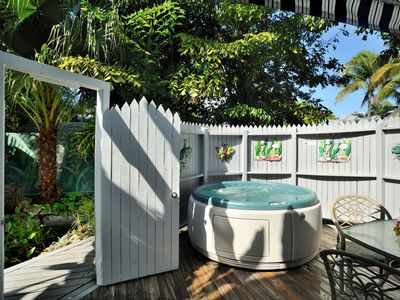 Sunset Suite - Gated Compound 1/2 Block Off Duval St. - Private spa!