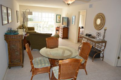Great space for 4-5 people, with breakfast bar, dining table and living room