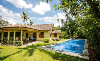 The chalet - 2 bedroom villa short walk to the the beach