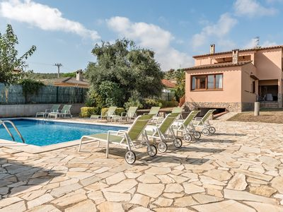 Photo for Complex with 5 apartments. Pool and garden. Ideal for groups. 5 minutes away from the beach!