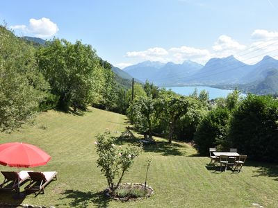 Photo for House 4 bedrooms - large garden - view lake Annecy