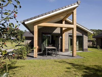 Photo for Attractive bungalow with a covered terrace near the Veluwe