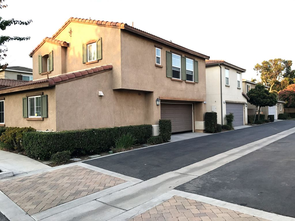 Cozy Convenient 3 Bedrooms 2 5 Baths Townhouse Ontario California