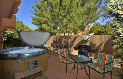 Vacation Townhome - Hot Tub, Red Rock Views, Pet Friendly, Walk to Dining/Trails
