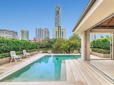 Photo for Holiday in Paradise - Waterfront Surfers Paradise - walk to beach, cafes, Cavill