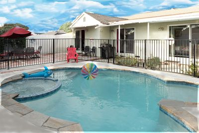Sparkling heated pool and spa. (heating extra).