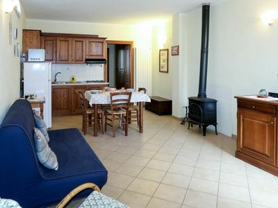 Photo for Cosy apartment for 4 guests with WIFI, TV, pets allowed and parking