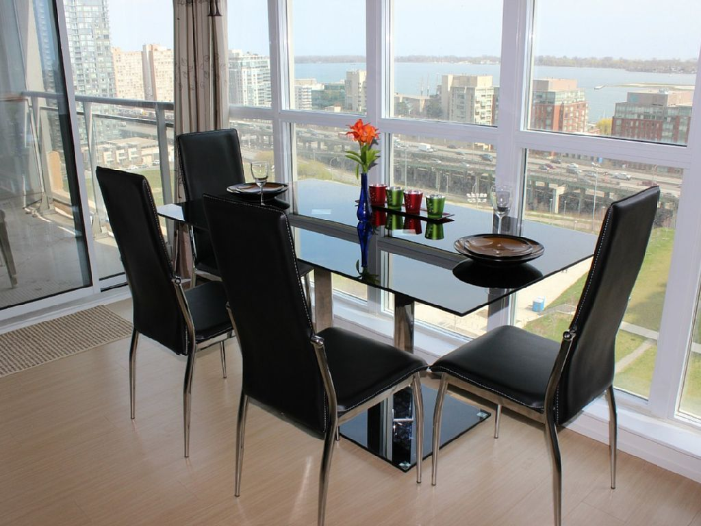 18th Floor-Newly Furnished! Downtown/ Lakeshore Amazing View ,Free parking/WiFi