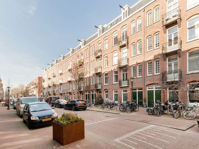 Spacious apartment with roof terrace on waking distance of the Jordaan area