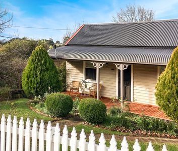 Photo for Marigold - 1870s Miner's Cottage in Central Daylesford