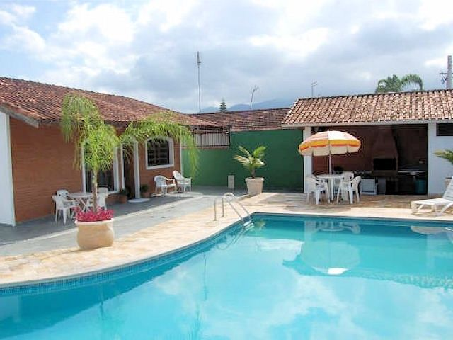 Casa com piscina 4 quartos 2 suites churrasqueira e 3 for Piscinas hinchables grandes baratas