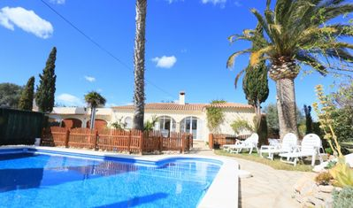 Photo for House on one level, seaside with pool sleeps 7