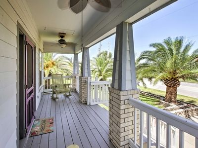 Photo for 'The C-Horse' Home w/Deck 5 Min to Pleasure Pier!