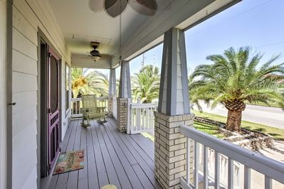 Bring your friends and family to stay at this vacation rental in Galveston.