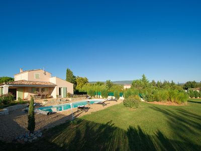Photo for Beautiful Provencal villa in Saint Saturnin les Apt