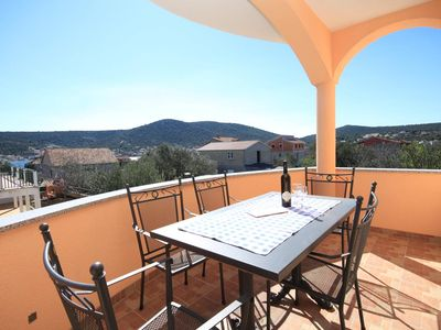 Photo for One bedroom apartment with terrace and sea view Vinišće, Trogir (A-8660-b)