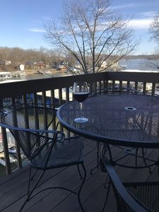Photo for 3 bed/3 bath newly remodeled top floor loft lakefront condo with great view!