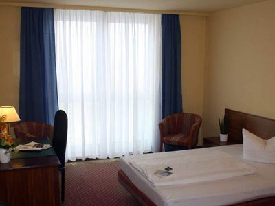 Photo for Single Queen, shower or bath, WC - Quality Hotel Dresden West