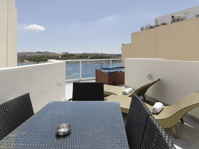 Photo for Stunning 3-bedroom Penthouse