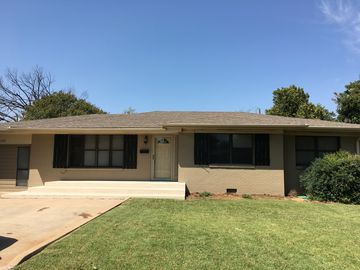 Very Nice 4 Bedroom House in Good Neighborhood Close to Ft. Sill