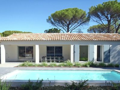 Photo for Villa with air conditioning, private pool in Provence, half an hour drive from the beach
