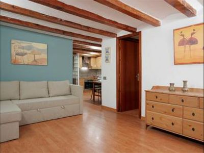 Photo for Fira Blasco apartment in Poble Sec with WiFi & integrated air conditioning (hot / cold).