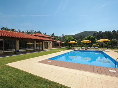 Photo for Air-conditioned country villa with tennis court, pool and free Wi-Fi