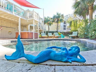 SPLASH YOUR TAIL AT THE SALTY MERMAID COTTAGE!