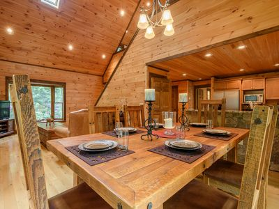3BR Cabin w/ Hot Tub, Shuffleboard, Firepit, Minutes to App Ski Mtn and Blowing Rock, Boone