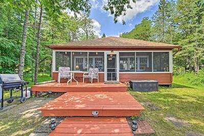 Gather the family for a lake retreat at this 3-bed Solon Springs vacation rental