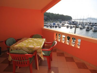 Photo for One bedroom apartment with terrace and sea view Kukljica, Ugljan (A-8478-a)