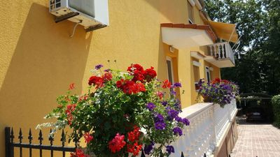 Photo for Free wifi, 250m to the beach, air conditioning, private parking, 2 + 2