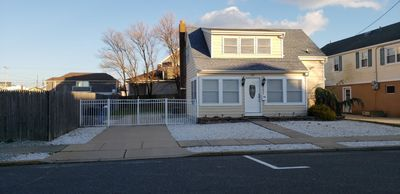Photo for Newly Remodeled - 6 bed 2 bath,fenced yard,parking,walk to beach, great location