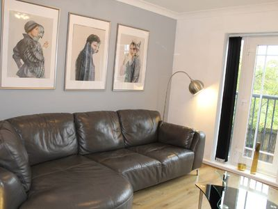Photo for Modern 4 dbl bedroom town house near city centre