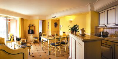 Photo for 150 m from Beach   Sleeps 6 - Kitchenette & Balcony    Pool + Gym