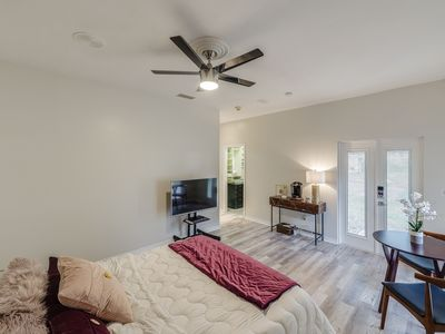 Photo for Studio w/ private entry/bath 10 mins to parks & outlets