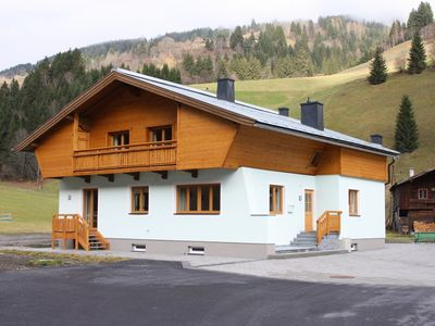 Photo for Detached luxury chalet right by the piste, near Saalbach Hinterglemm.