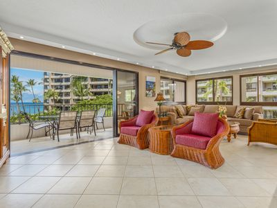 Photo for Peaceful vistas over the pool+ocean views,  upscale furnishings+lanai dining