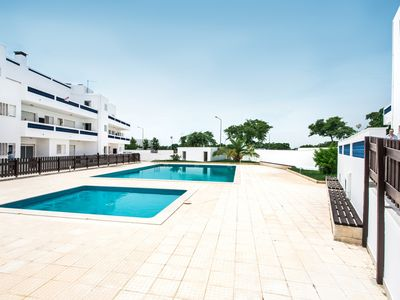Photo for Beautiful 2 bed apartment on a complex with pool and wifi