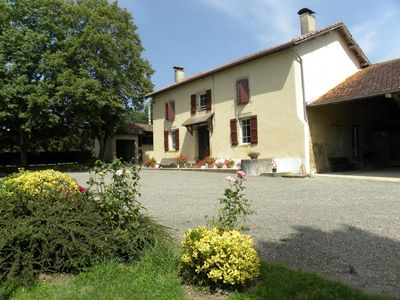 Photo for A family home in the heart of a vineyard of 30ha of vineyards and meadows (with swimming pool).