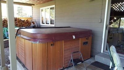 Hot tub with easy lift