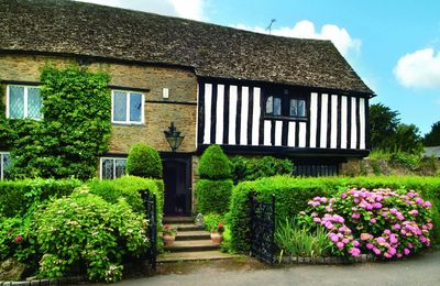 Tudor End with accommodation for 4 guests is a private self contained wing of a Grade II listed house with its own entrance and both the exterior and interior retain a wealth of historical features