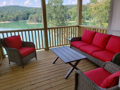NEW LAKEFRONT HOME WITH GOLF CART