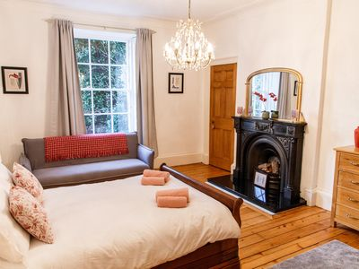 Photo for Gorgeous One Bed Flat in Leafy Central Edinburgh